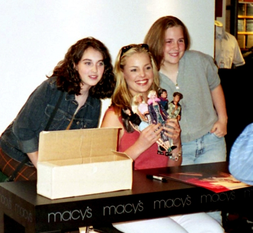 Katherine Heigl with Roswell dolls and fans